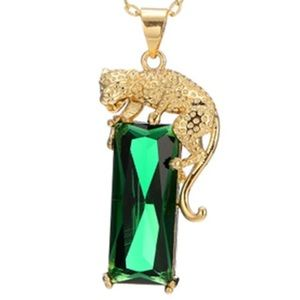 Detailed Leopard pendant with emerald crystal